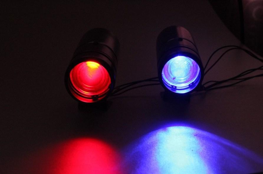 Есть два варианта цвета подсветки шифт лампы: красный и синий