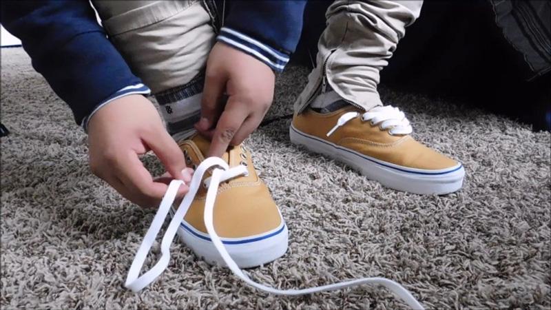Отбелить шнурки на кроссовках - 2