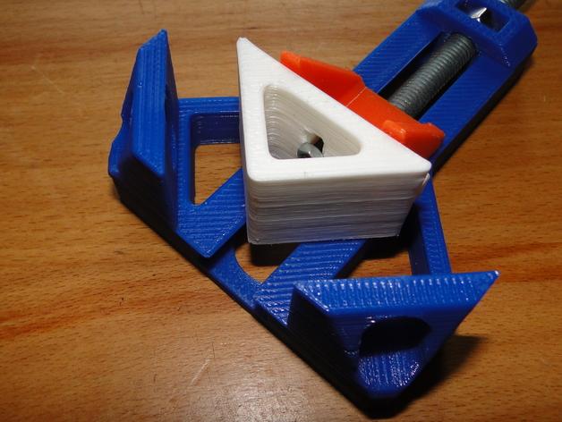 Угловое крепление модель для 3д принтера
