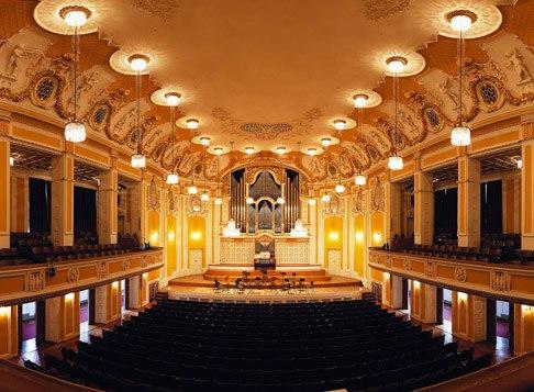8_-_Концертный_зал_в_Зальбурге.jpg