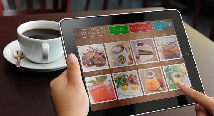 Планшет можно использовать для презентации блюд клиентам