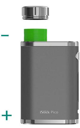 Пользователи могут заменять запасные батарейки iStick Pico на ходу, легко открыв крышку батарейного отсека.