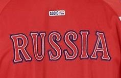 Красный спортивный костюм