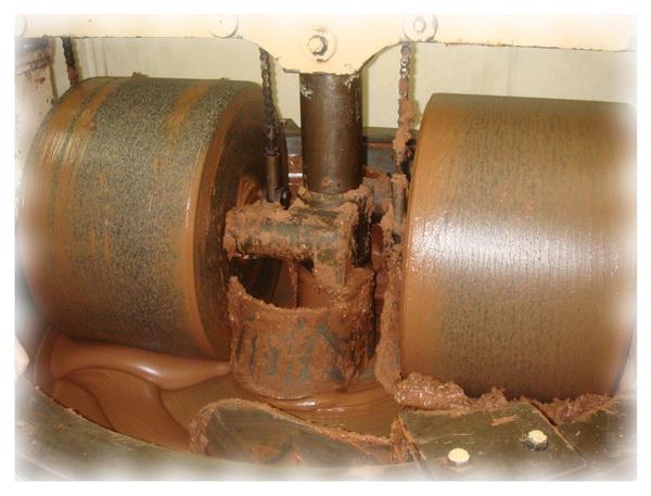 Фабричный меланжер для перемалывания какао массы