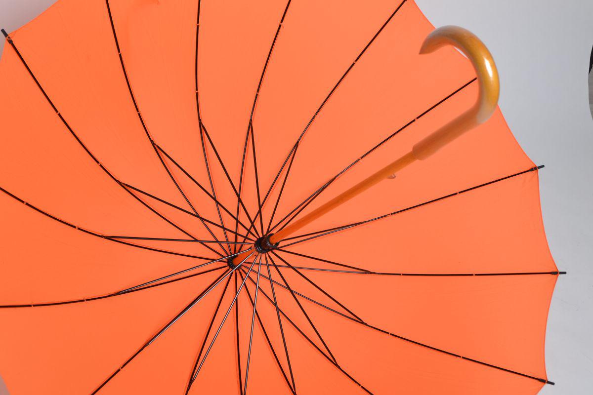 Зонт трость оранжевый 16 спиц с деревянной ручкой   ZC Umbrella 16k