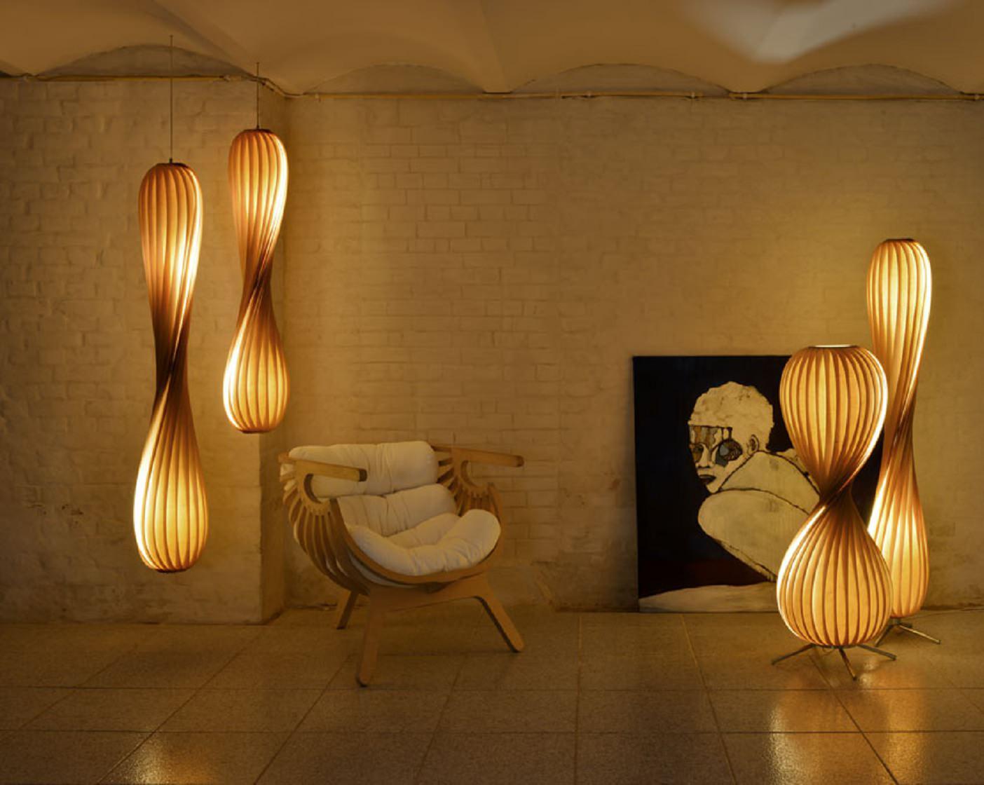Деревянные светильники как арт-объекты в интерьере.