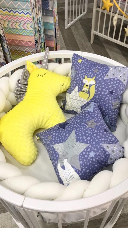 Комплект постельного белья в круглую кроватку