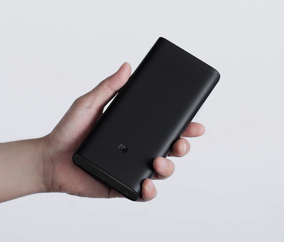 Универсальная батарея Xiaomi Mi Power bank 3 20000mAh размещение в руке