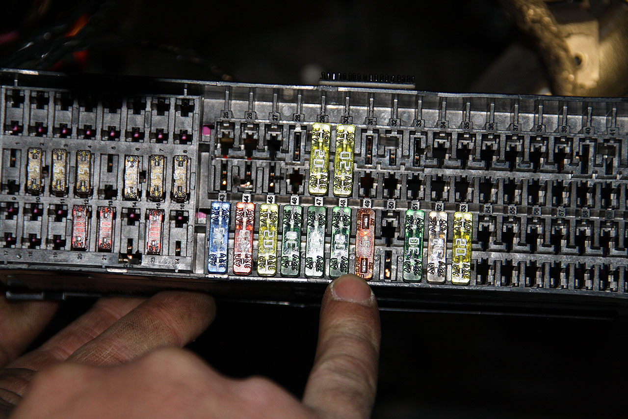 Установка ALTOX WBUS-4 для Webasto на VW Touran 25
