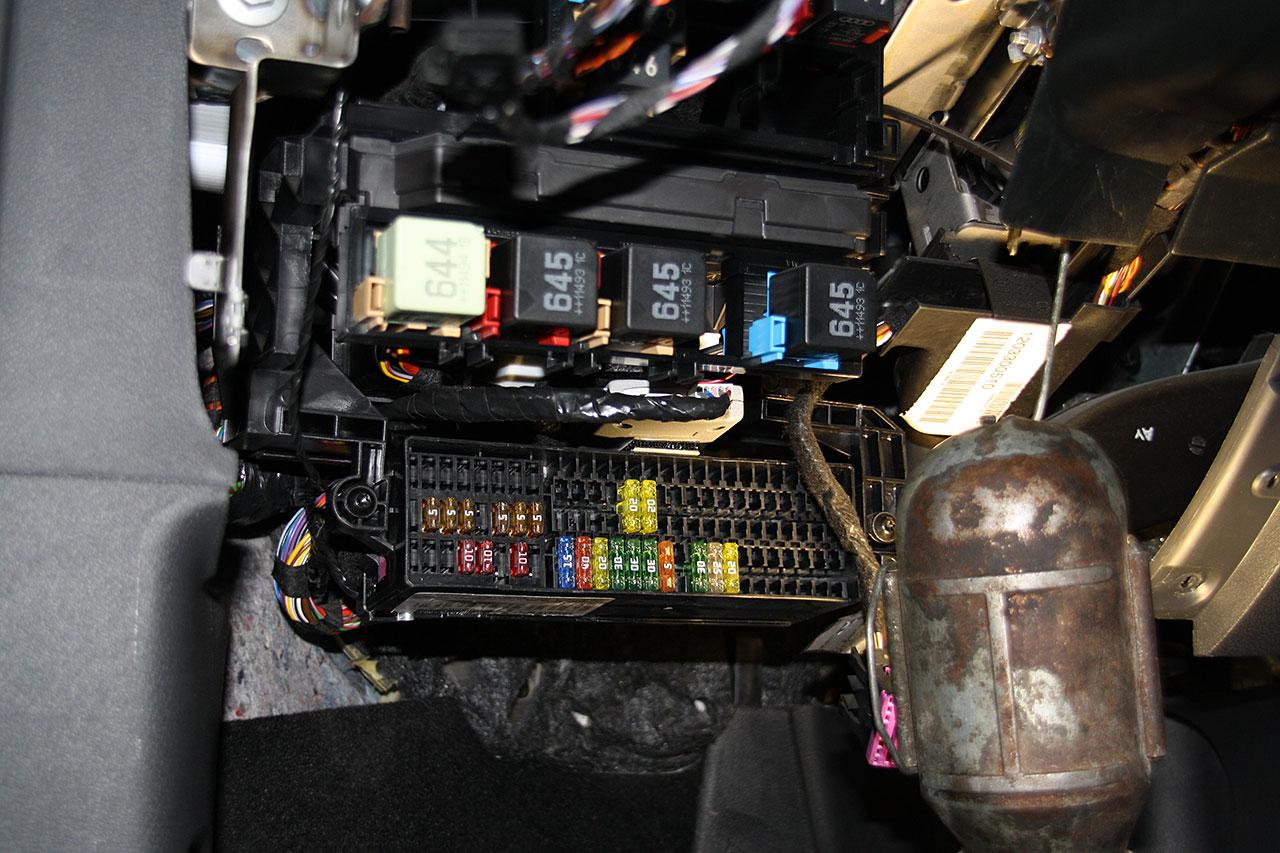 Установка ALTOX WBUS-4 для Webasto на VW Touran 28