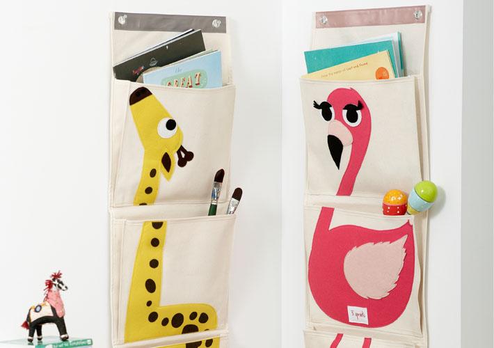 Подвесной органайзер 3 Spourts выполнен из прочного хлопка, а внутри каждого кармана вставки из полиэстера.
