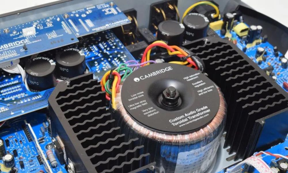 Интегральный усилитель Cambridge Audio CXA81