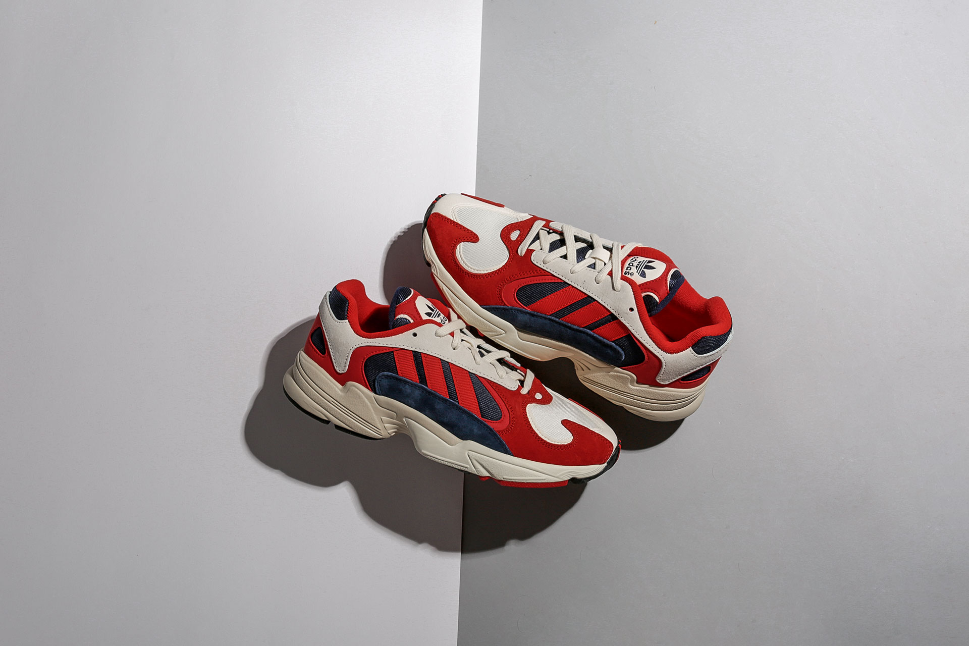 Красные мужские кроссовки Adidas Yung 1