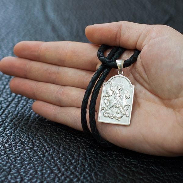 Святой Георгий Победоносец воплощенный в серебре.