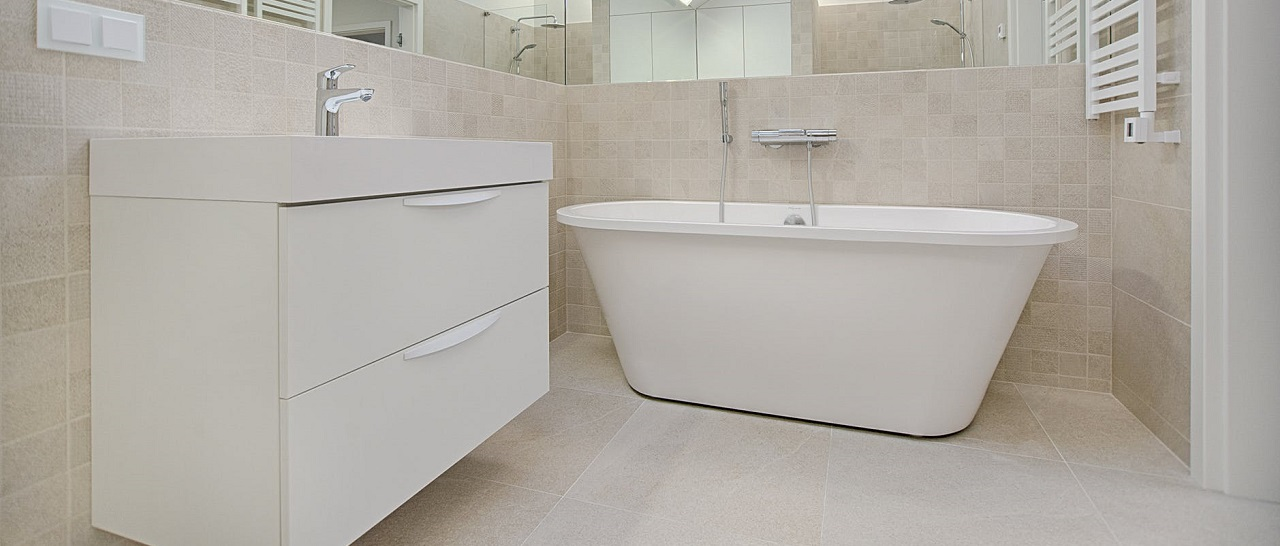 Пристенная ванна