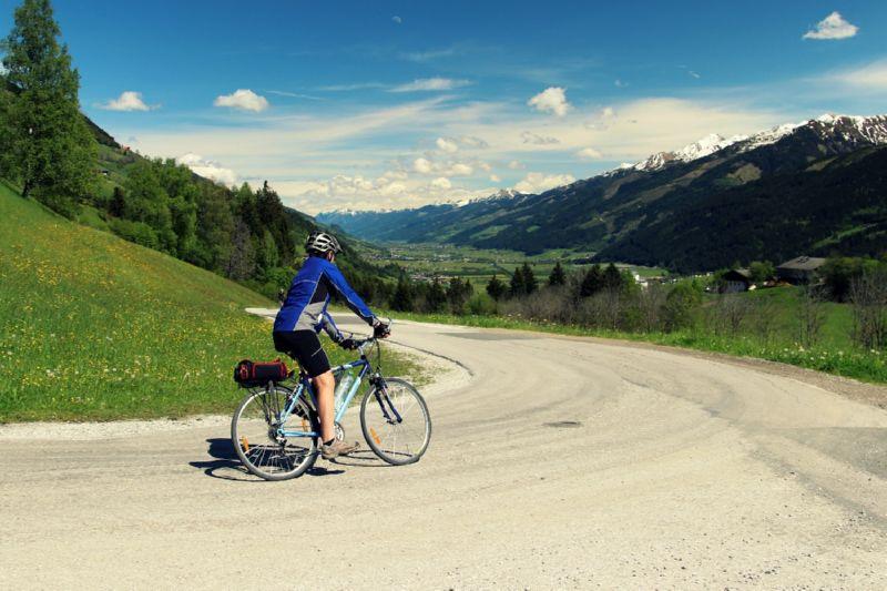 велосипедист и горы