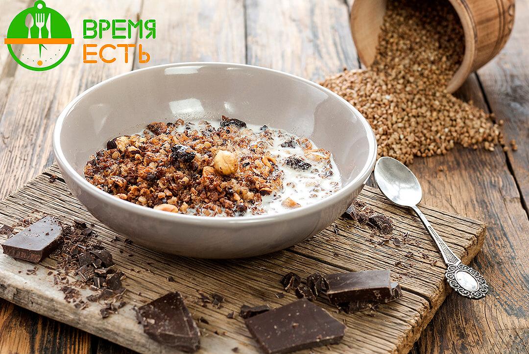 Гречневая гранола с шоколадом и фундуком