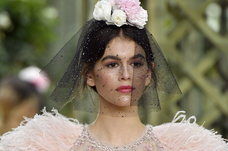 Кайя Гербер, показ Chanel весна-лето 2018