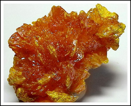 Минерал класса сульфидов состава As2S3, сульфид мышьяка