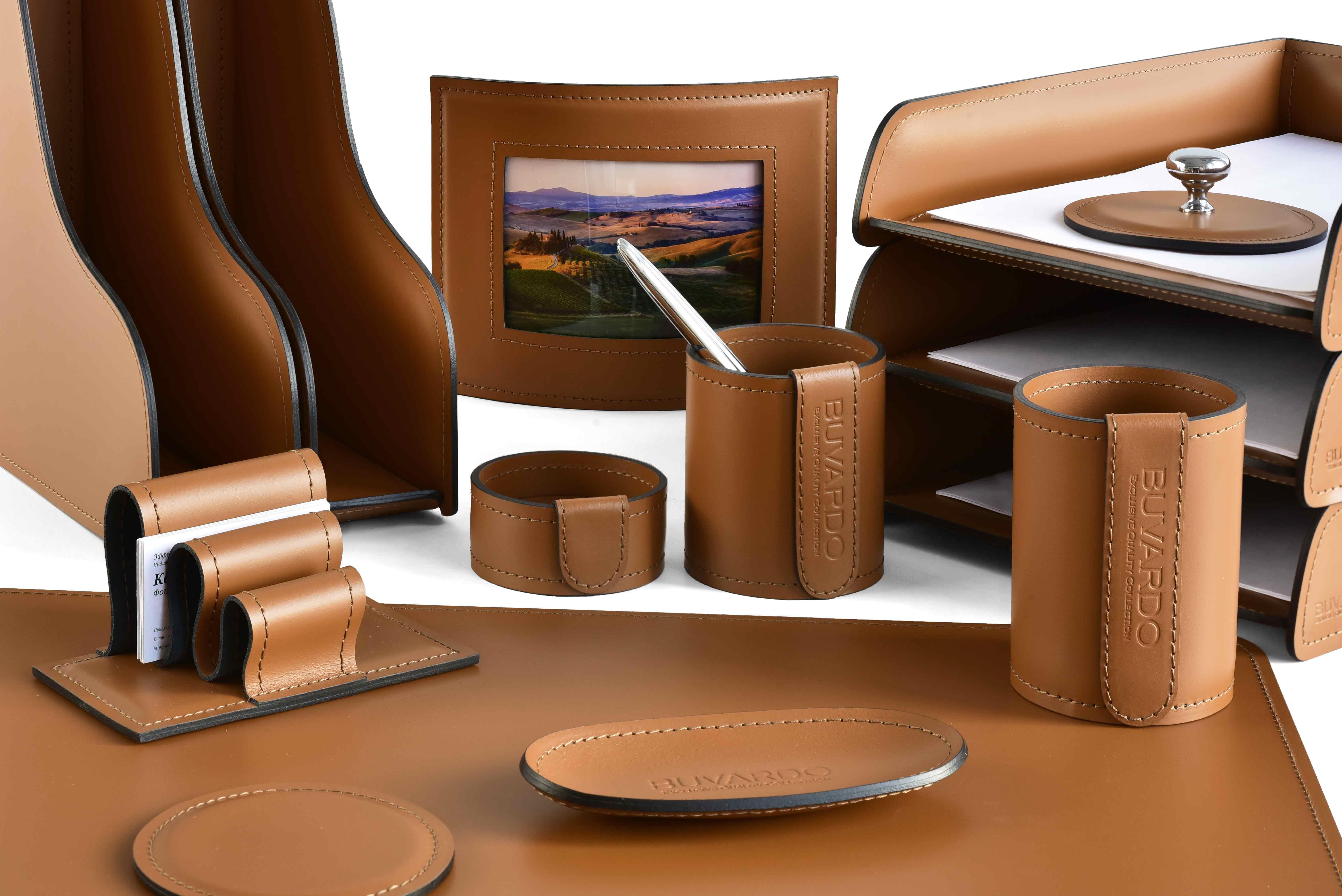 Набор на письменный стол руководителя из из кожи Сuoietto, цвет табак