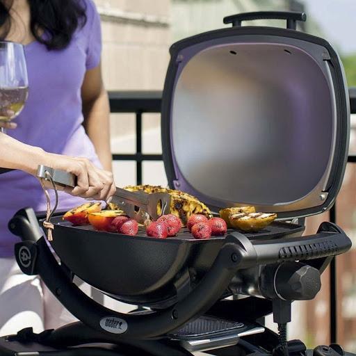 Новые кулинарные возможности для барбекю с усовершенствованной решеткой и дополнительными аксессуарами