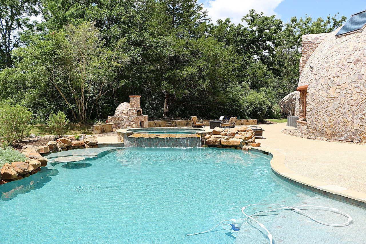 купольный дом с бассейном