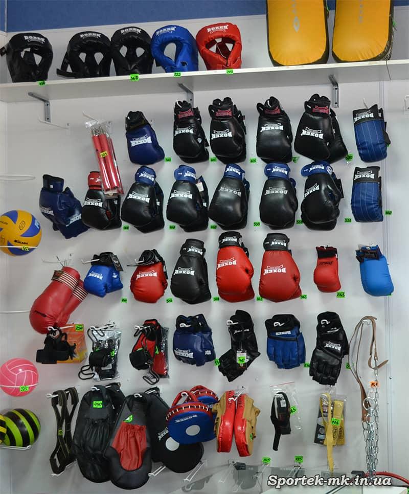 """боксерские перчатки и лапы в магазине """"Дом Спорта"""" в Николаеве"""