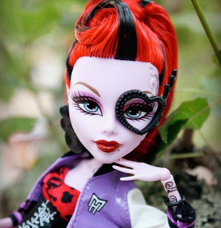 кукла Оперетта, Школа Монстров