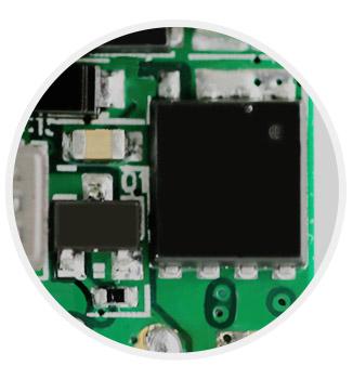 Защита от обратной полярности батареек Боксмода WISMEC Reuleaux RX2/3 эффективно достигается за счёт применения специальной обратной цепи в микросхеме.