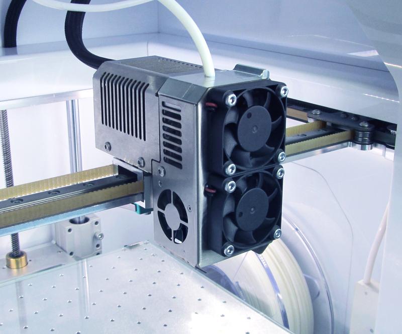 Благодаря использованию шагового мотора Nema 11 с планетарным редуктором подача пластика стала производиться плавнее.