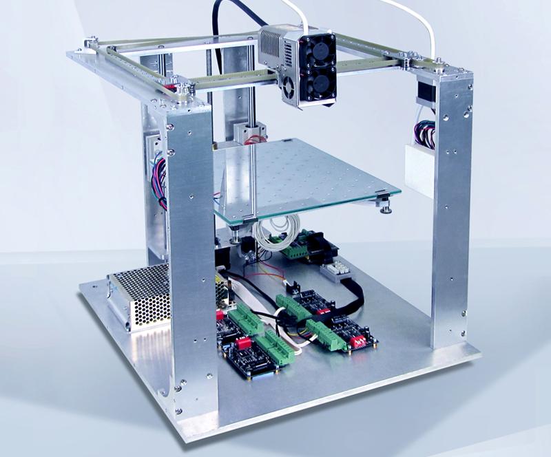 PrintBox3D White, как и все предыдущие модели, имеет раму, фрезерованную из алюминиевой пластины 8 мм толщины, что придает корпусу принтера необходимую жёсткость.