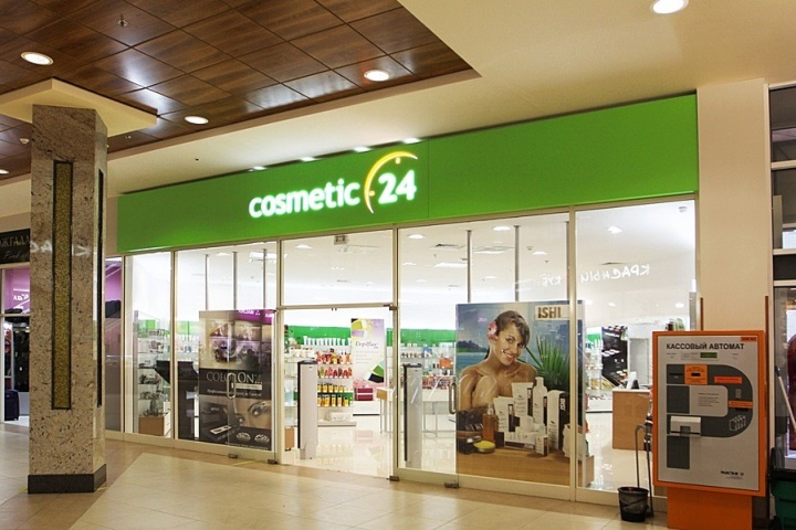 Фасад магазина – отличное место для рекламы косметики