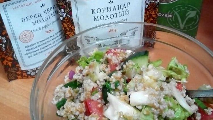 Салат из дробленой полбы. Автор фото - Марина Фролова, повар И-МНЕ Москва