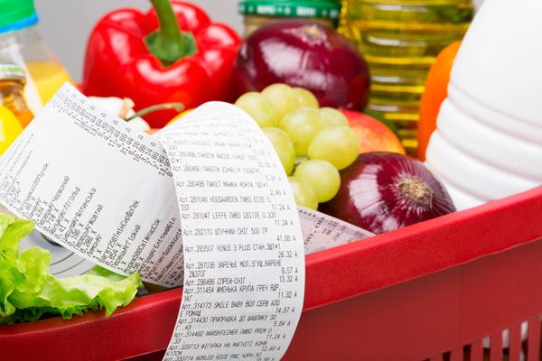 покупка продуктов питания в магазине