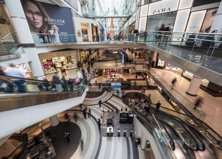 При открытии фирменного бутика представители бренда сами говорят, как оформить магазин
