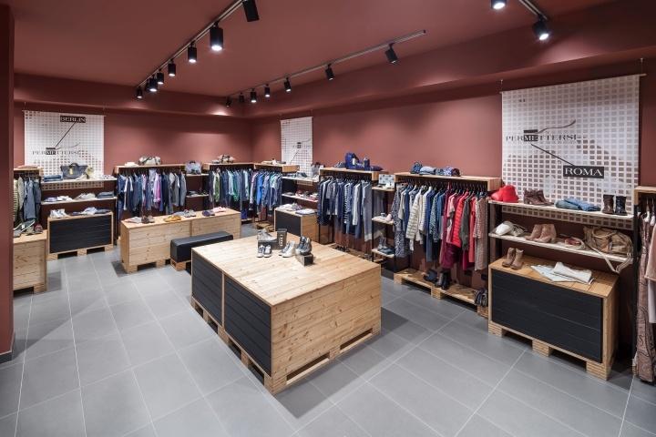 Бутики и магазины премиум одежды могут позволить себе много свободного пространства