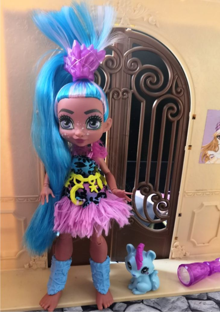 Cave Club - кукла Tella