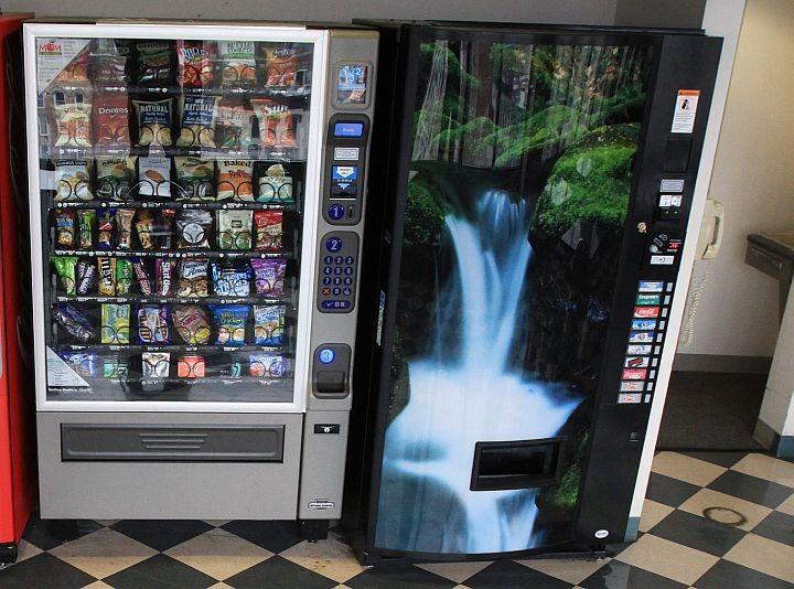 Все торговые автоматы с июля 2018 года должны иметь встроенные онлайн-кассы