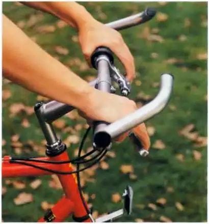 Велорога защищают руки велосипедиста