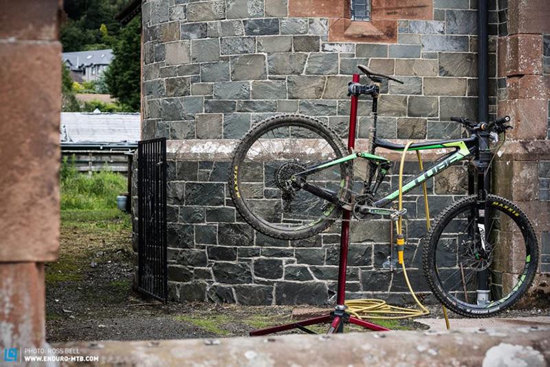 Велосипед на стойке