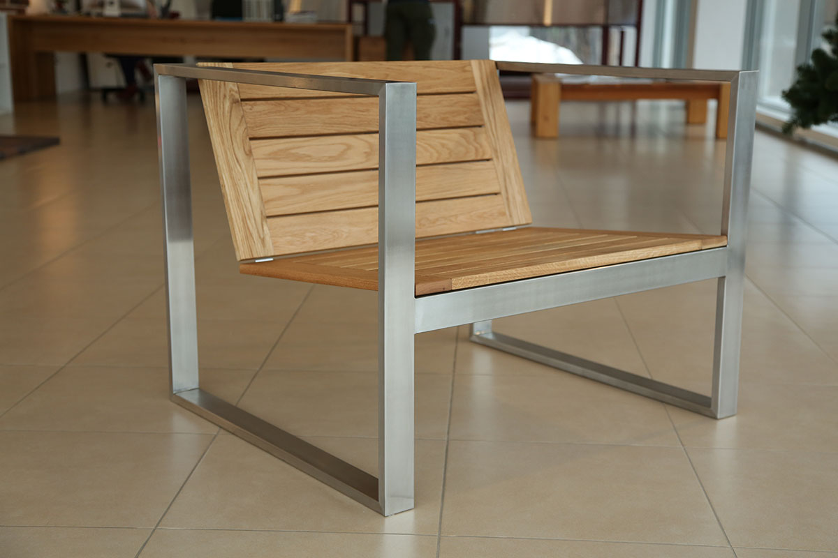террасное кресло из нержавеющей стали  и массива дуба