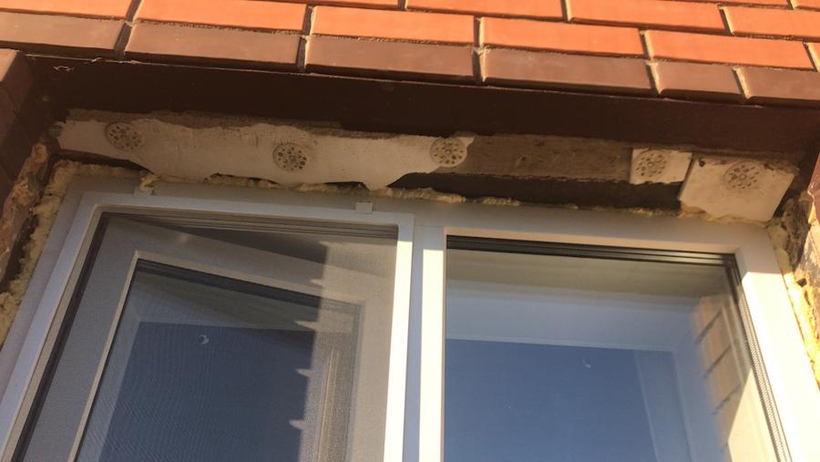 откос окна без отделки.