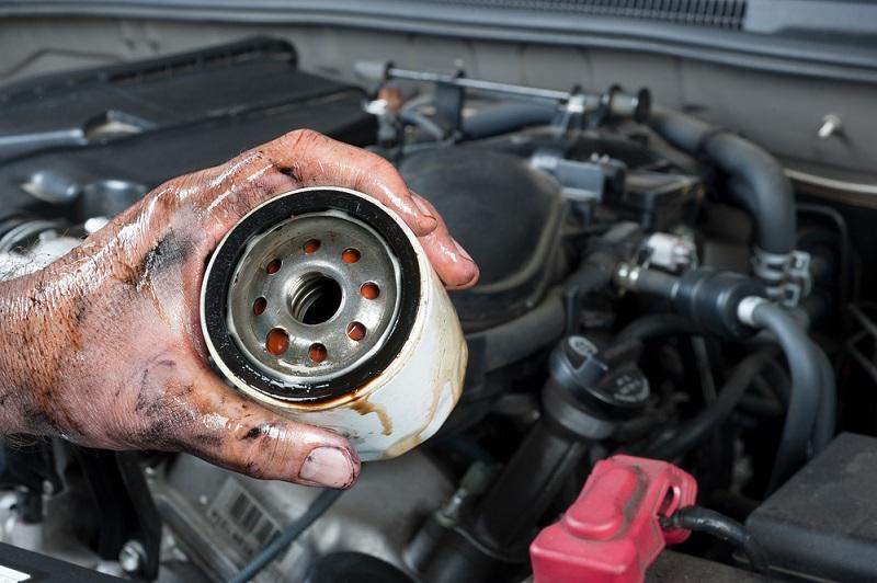 Моторное масло течет из под фильтра