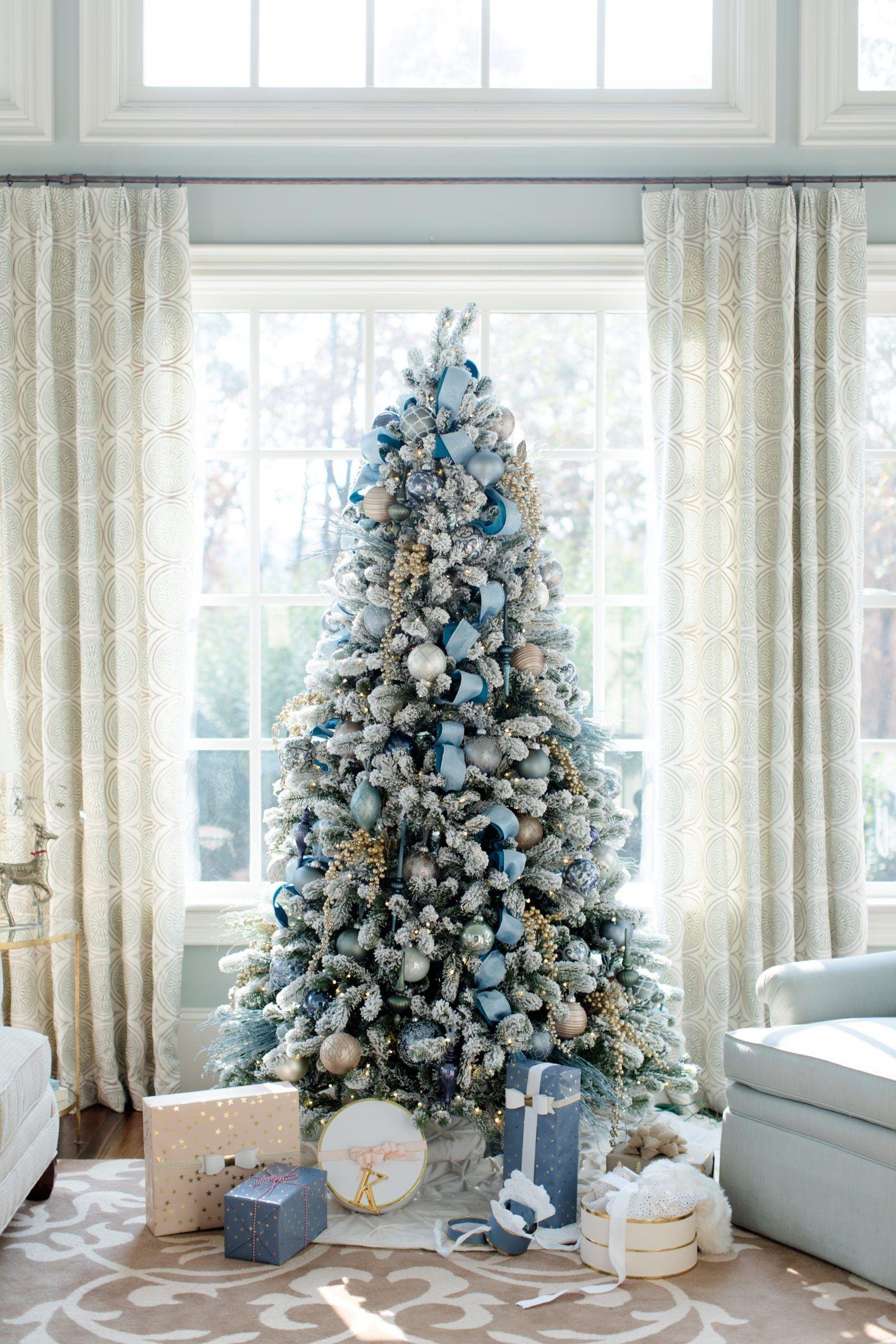 Заснеженная искусственная елка