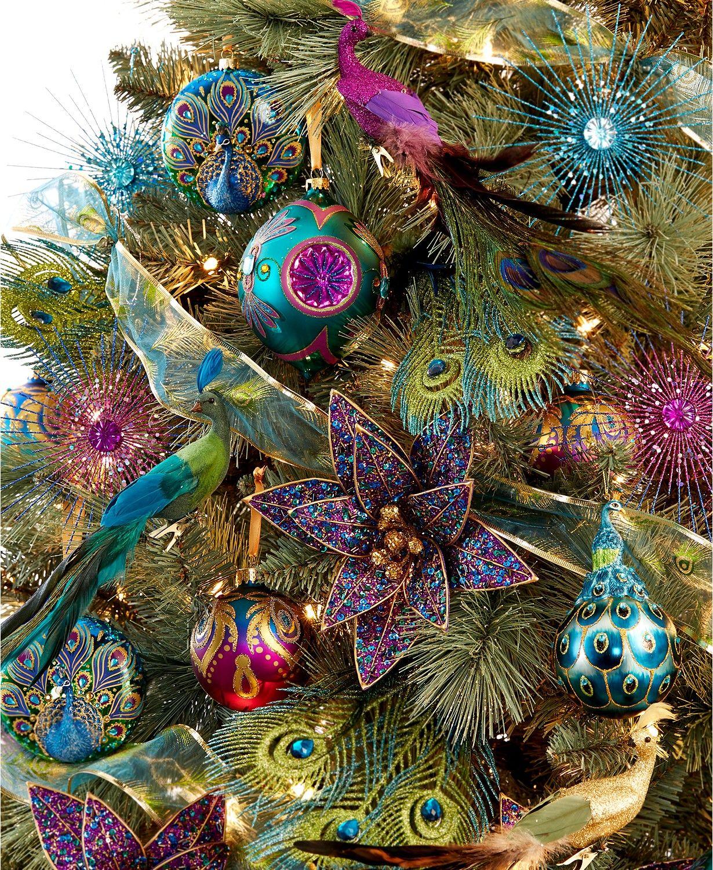 Искусственная елка в тропическом стиле