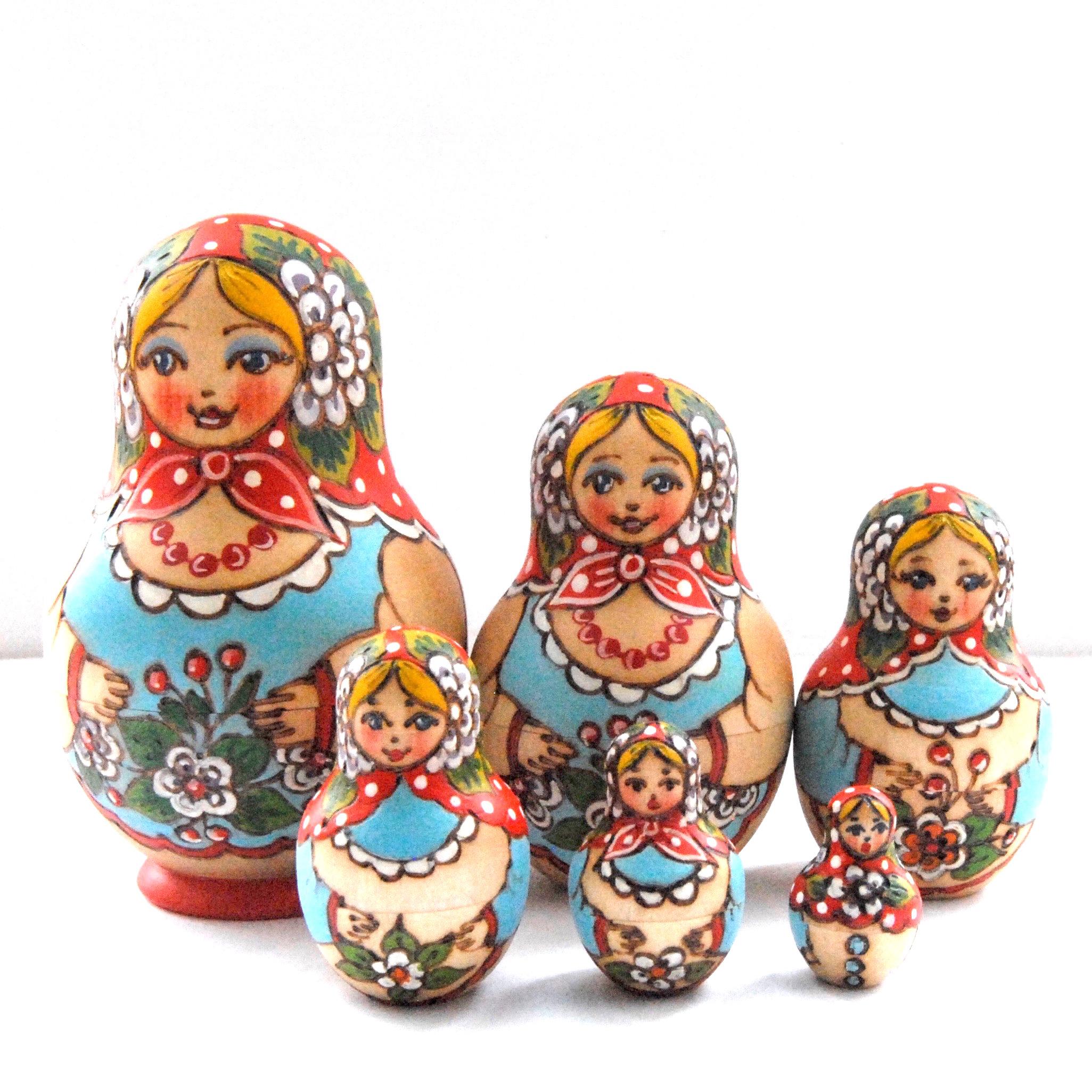 5-местная матрешка, выполненная в традициях сергиево-посадского промысла игрушек. Автор: В.А. Седова. Изготовлена в мастерской Шведова В.А.