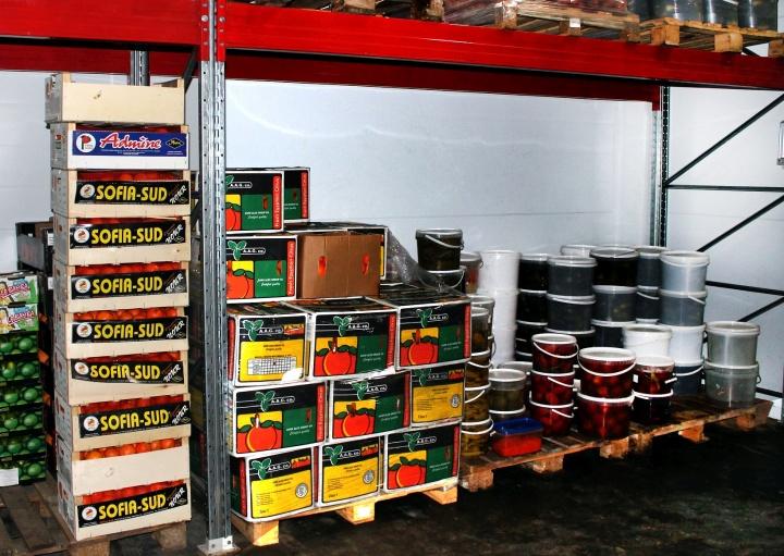 Учитывать товары на складе проще и точнее в программе, а не «на глаз»