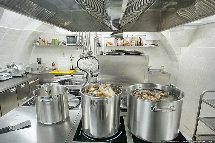 На кухне ресторана оборудование должно быть защищено от влаги
