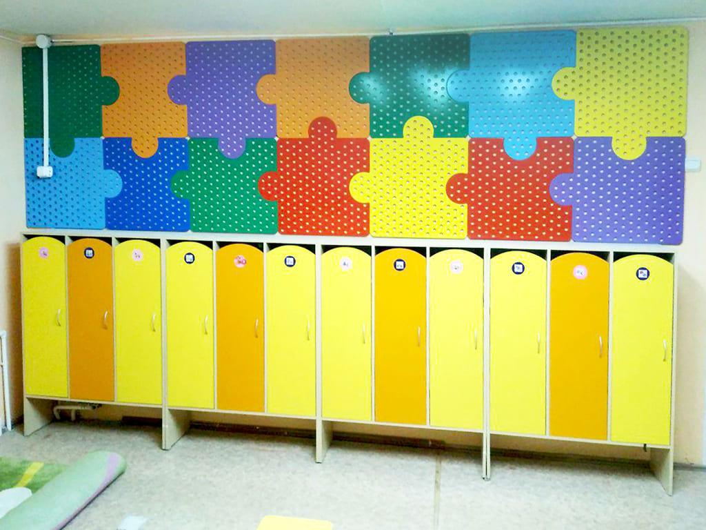 Оформление стен в раздевалке детского сада