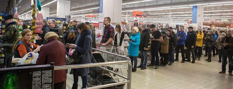 Большая очередь в супермаркете